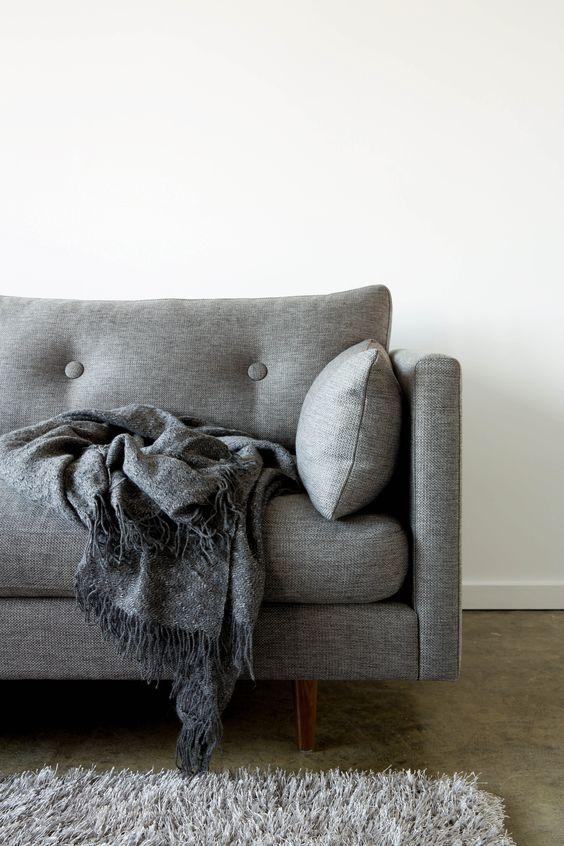 szara-sofa